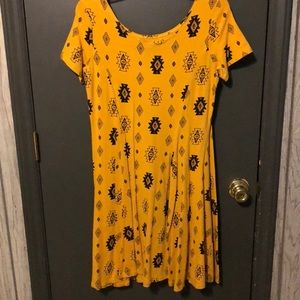 Dresses - Yellow patterned dress